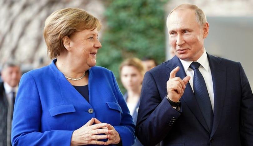 Putin və Merkel Moskvada bəzi məsələləri müzakirə edəcəklər