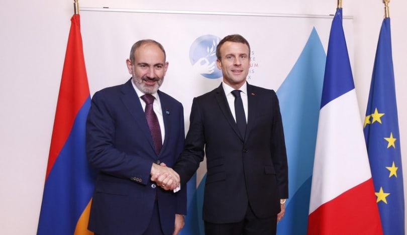 Fransa prezidenti Paşinyanla regiondakı vəziyyəti müzakirə edib
