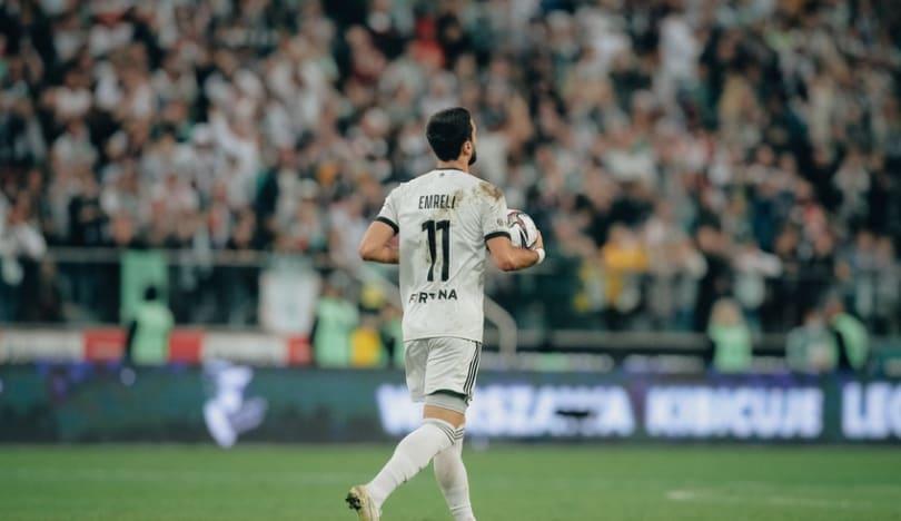 Mahir Emreli komandasının ən yaxşı futbolçusu seçilib