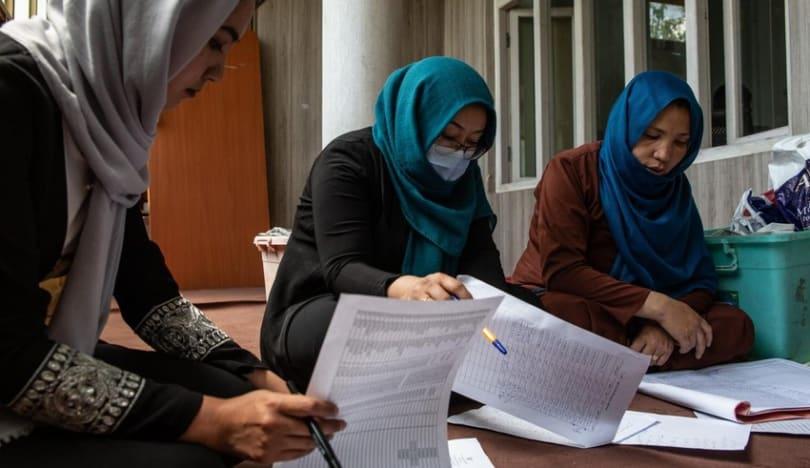Taliban qadınlara özəl universitetlərə gedərkən niqab taxmağı göstəriş verib
