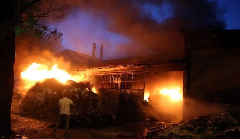 Türkiyədə tekstil müəssisələrinin yerləşdiyi binada güclü yanğın olub