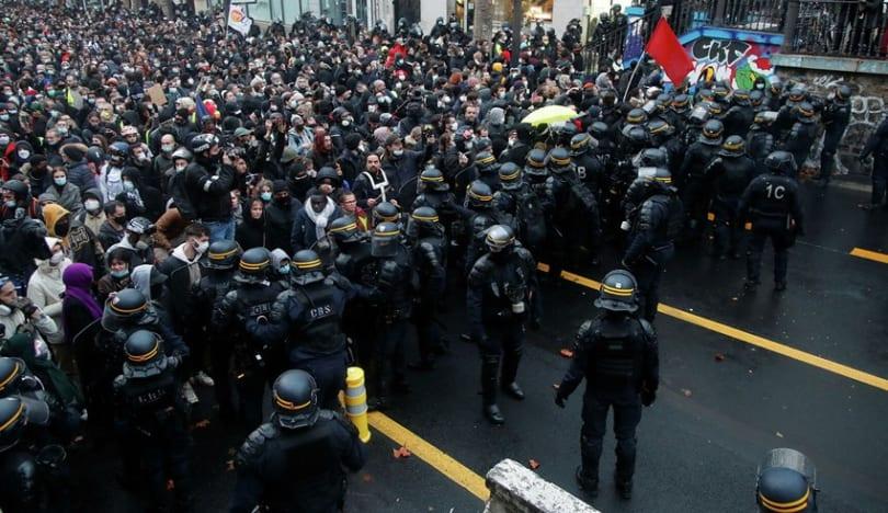 Fransada etiraz aksiyalarında 3 polis xəsarət alıb, 76 nəfər saxlanılıb