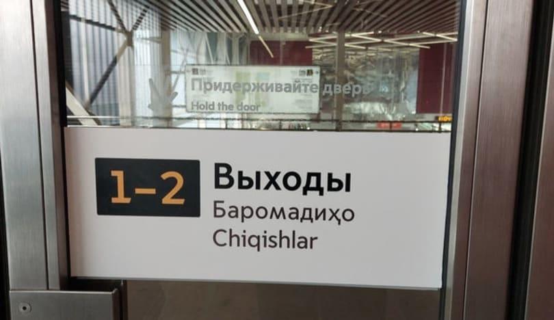 Moskva metrosunda məlumat lövhələri özbək və fars dillərində oldu