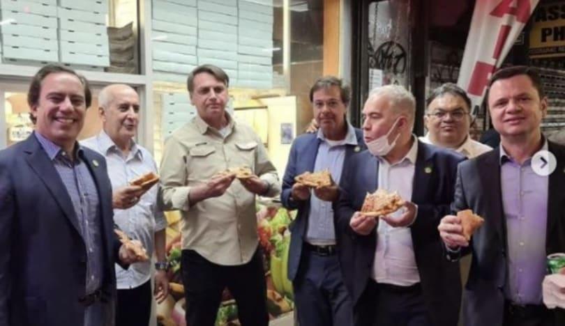 Braziliya Prezidenti peyvənd olunmadığından yeməyi küçədə yeyib