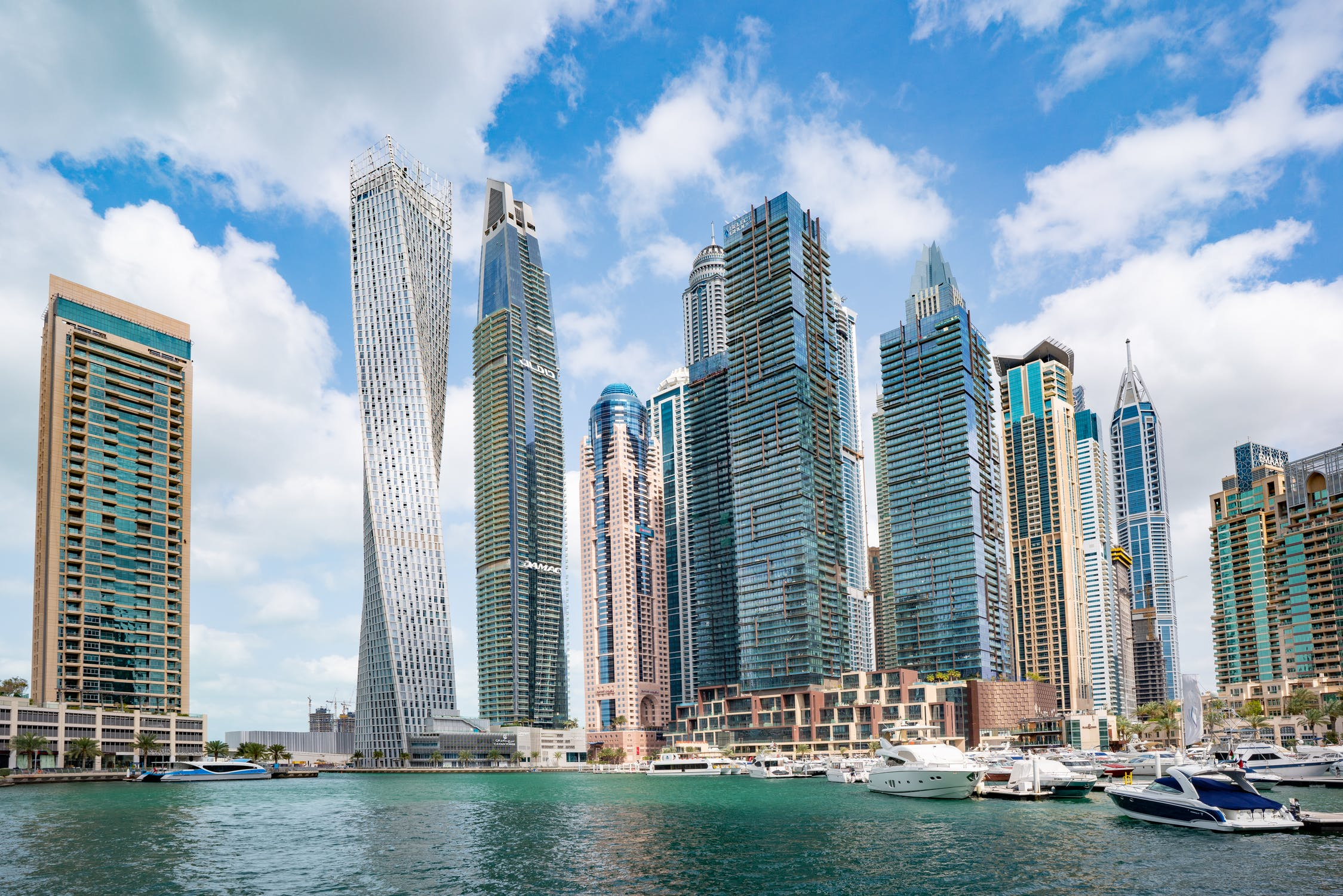 Yachting in Dubai – Stunning waters, beautiful deserts, lots to do