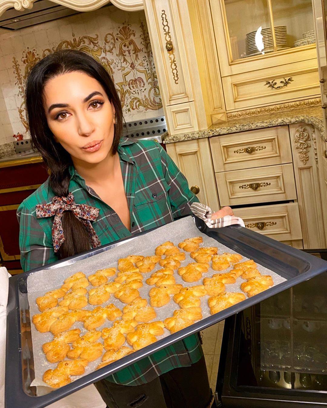 Звездные кондитеры: готовим песочное печенье по рецепту Зары