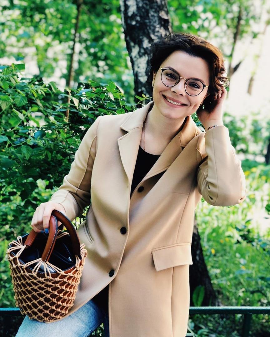 Масок не хватило? Жена Евгения Петросяна вышла на прогулку с пакетом на голове
