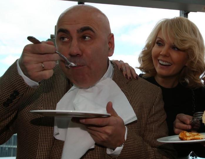 «Готовит как поет»: Пригожин не устает восхищаться кулинарным мастерством Валерии