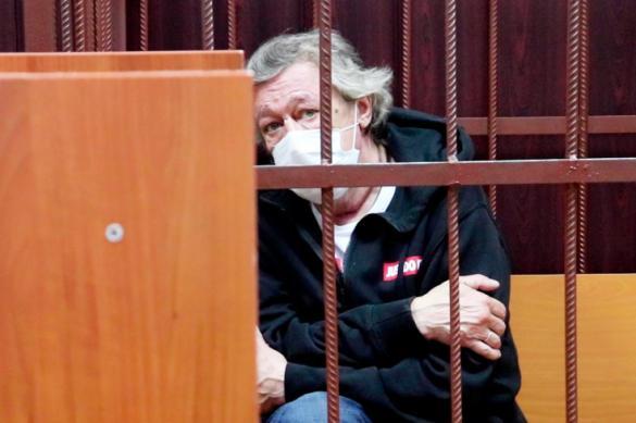 Михаила Ефремова опять посетила полиция