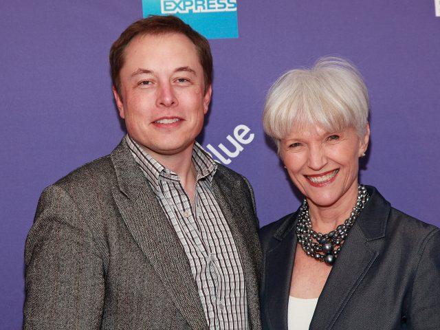 «Он прыгал от радости»: мать Илона Маска рассказала о запуске Falcon 9, новой книге, избраннице сына и моде