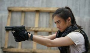 Aksi Raline Shah di film Police Evo (foto: screenplay films)
