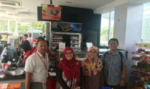 Suharsono, Indah Maryani, Erliana Jaferlin, dan Saripudin foto bersama usai penandatanganan kerjasama Alfamart dan InfraDigital Nusantara. (foto: IDN)