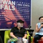 Iwan Fals dan Shilla (promotor MME Entertainment) saat menjelaskan kepada para awak media tentang konser Aku Cinta (foto: Karmila)