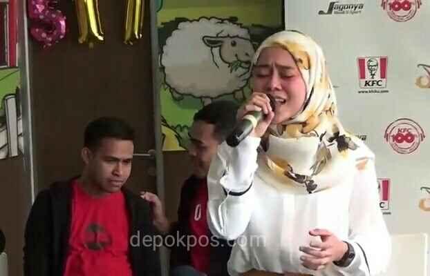 Lesti Kejora, saat tampil menyanyikan lagu Ada Cerita (foto: Karmila)