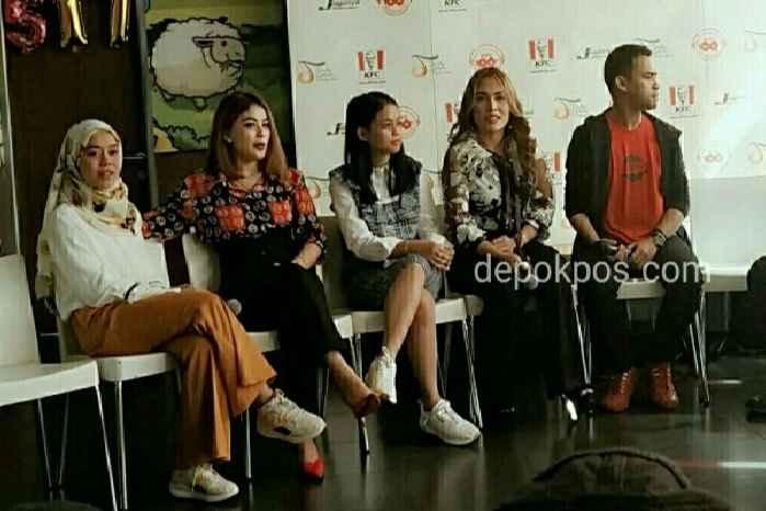 Lesti kejora, Fildan dan para penyanyi dangdut saat rilis album Kompiladut. (Foto: Karmila)