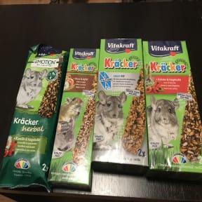 Thumbnail 2 for Vitakraft Kracker Chinchilla Small Animal Food Calcifit
