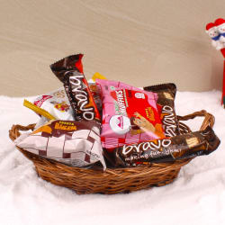 Giftacrossindia Delicious Christmas Cakes And Chocolates Hamper