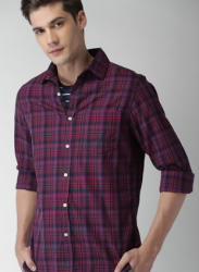 Men Navy & Red Regular Fit Checked Casual Shirt