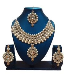 FJ STYLE DESIGNER ARTIFICIAL NECKLACE SET WITH EARRINGS AND Maang Tika IN CRYSTAL STONE AND PEARL FOR GIRLS AND WOMENS