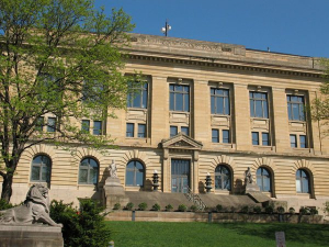 Photo of a courthouse