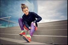 Runner holding her knee