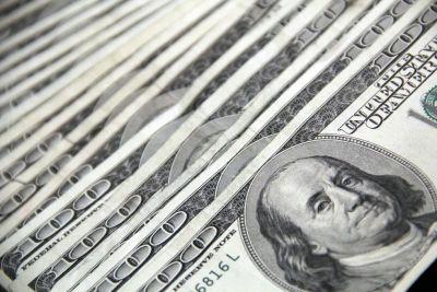 100 dollar bills in a row