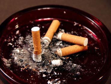 #sigaretta posacenere pieno, smettere di fumare