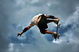 Un salto con lo sket fratture di avambraccio in agguato