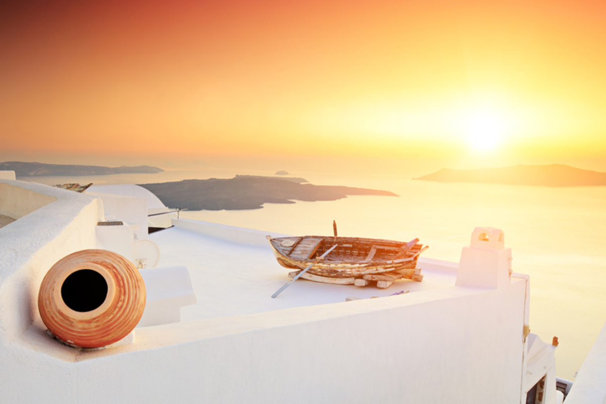 Santorini_house_sml_y6w0qf