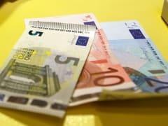 Курс евро снизился на 82 копейки, доллар потерял 57 копеек