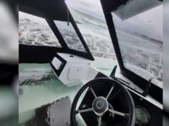 Спасатели нашли тела всех погибших пассажиров при крушении катера в бухте Долгая Щель