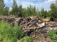 Прокуратура требует убрать свалку у мемориала воинам Великой Отечественной войны в Кандалакше
