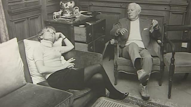 Charlie Chaplin zusammen mit der Schauspielerin Petula Clark – und mit Kandahar-Schuhen.