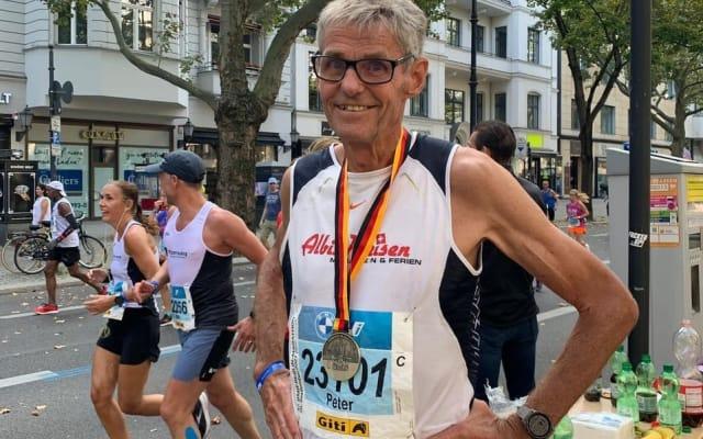 Peter Camenzind hat am Berlin Marathon einen Preis gewonnen. Doch schaffte er auch sein Zeitziel?