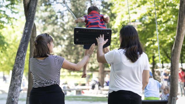 Das Stimmvolk muss entscheiden, ob Kinder geplant vaterlos aufwachsen sollen. Bild: Keystone