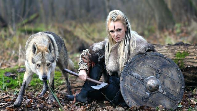 Die einen fürchten ihn, die anderen lieben ihn: Der Wolf ist in der Schweiz und erregt die Gemüter. Bild: Shutterstock