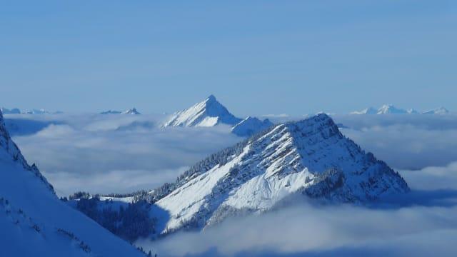 Der Stockberg kurz vor der Nebelspaltung. (Bild: Konrad Hummler)