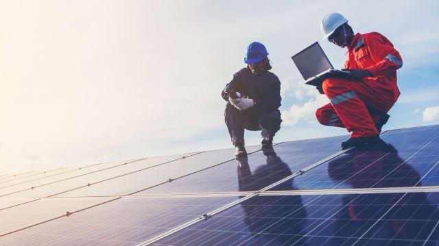 Die Schweiz will bis 2050 die Treibhausgas-Emissionen auf Netto-Null bringen. Das wird nicht nur für den Staat, sondern auch für den Konsumenten teuer. (Bild: Shutterstock)