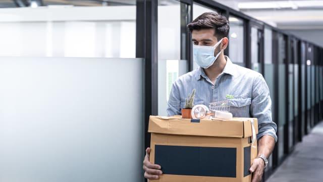 Eines von fünf KMU hat bereits wegen Corona Mitarbeiter entlassen. Bild: Shutterstock