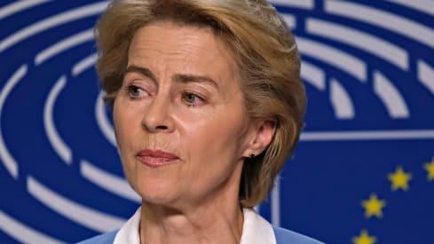 Die Schweiz sollte sich politisch von Ursula von der Leyens Wahnsinn distanzieren. Bild: Shutterstock