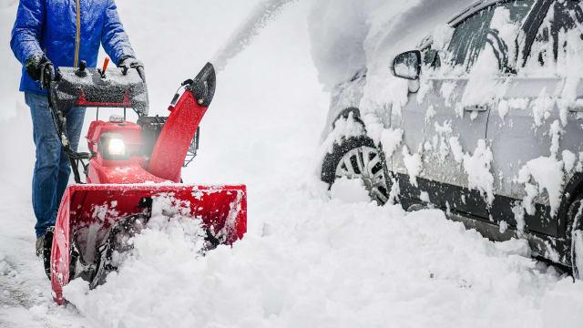 Schneefräsen sind trotz Klimawandel der neue Renner bei den Haus- und Gartenmaschinen. (Bild: shutterstock)