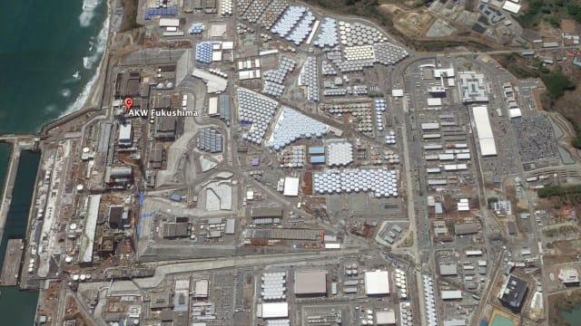 Gut sichtbar auf dem Gelände des AKW Fukushima:  die vielen Wassertanks. Bild: Google Earth