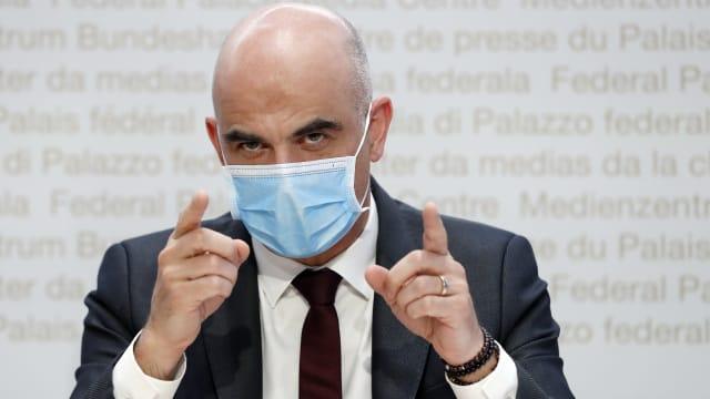 Bundesrat Alain Berset vertraut darauf, dass die Bevölkerung alles tut, um die Pandemie einzudämmen. (Bild: Ruben Sprich)