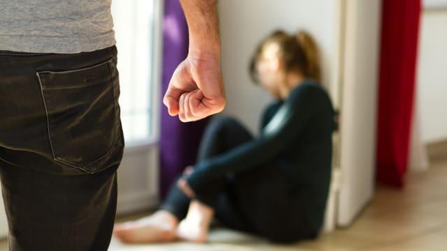 Gewalt an Frauen und Kinder nimmt zu. Symbolbild: Shutterstock