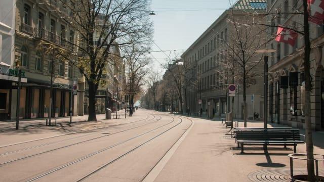 Lockdown für immer? Die leere Bahnhofstrasse in Zürich – ein Anblick, der vielen Epidemiologen gefallen dürfte. Foto: Shutterstock