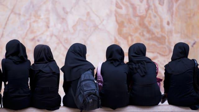 Keine Rechte, viel Zwang: Junge Frauen im Iran. Symbolbild: Shutterstock