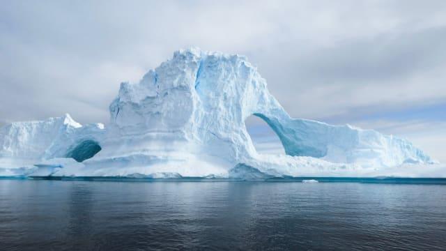 Das Eis vor den Küsten der Antarktis schmilzt langsamer als bisher angenommen. Bild: Shutterstock