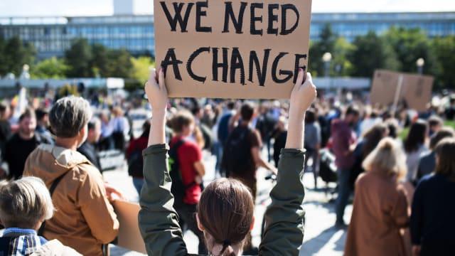 Die Proteste der Klimajugend führen zu immer schärferen CO2-Zielen. Bild: Shutterstock