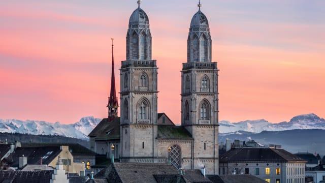 Die Kirchen haben sich wieder politisch betätigt, diesmal beim Klimastreik. (Bild Grossmünster in Zürich, Quelle: Photiones, CC-Lizenz 4.0)