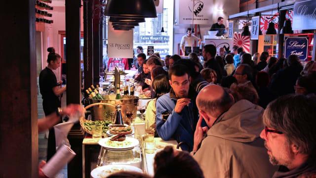 Bald wieder möglich: Im Restaurant drinnen dinieren. Foto: Shutterstock